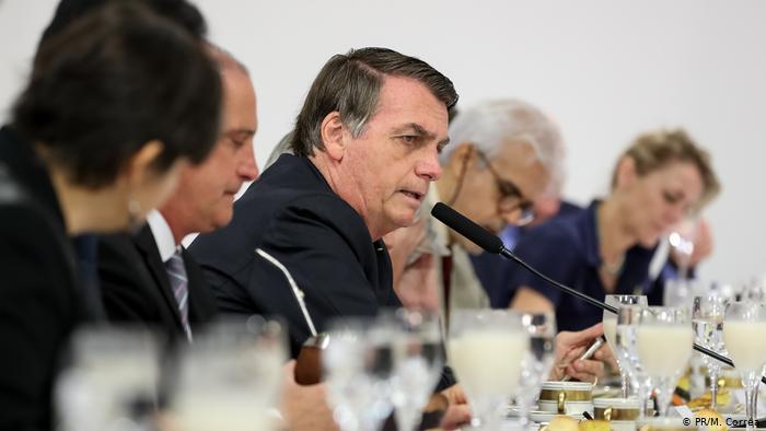 Brasil vira alvo da imprensa internacional com modo como presidente conduz a pandemia